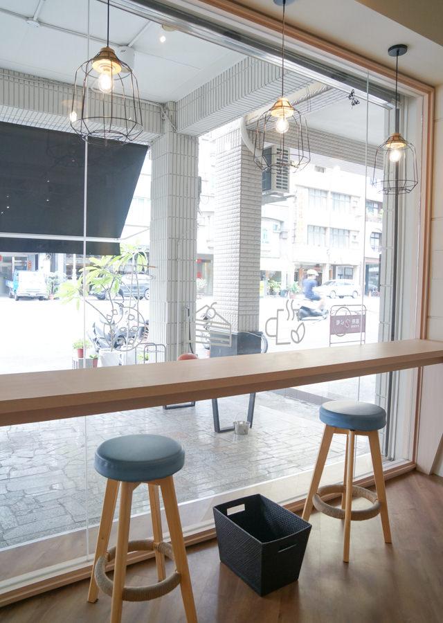 [高雄]MAY 16 CAFE-質感日式飯糰盒餐x清爽手沖咖啡 靜謐的質感咖啡館 高雄漢神百貨美食推薦 @美食好芃友