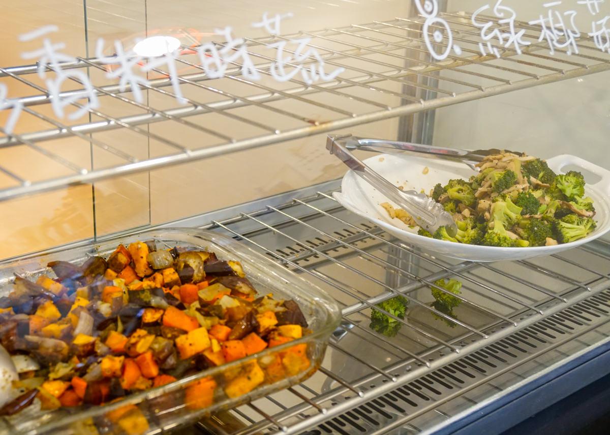 [高雄]Smoko Salad Bar-外國人也愛的豐盛大塊肉沙拉! 超有飽足感的夏季輕食店 高雄沙拉推薦 @美食好芃友