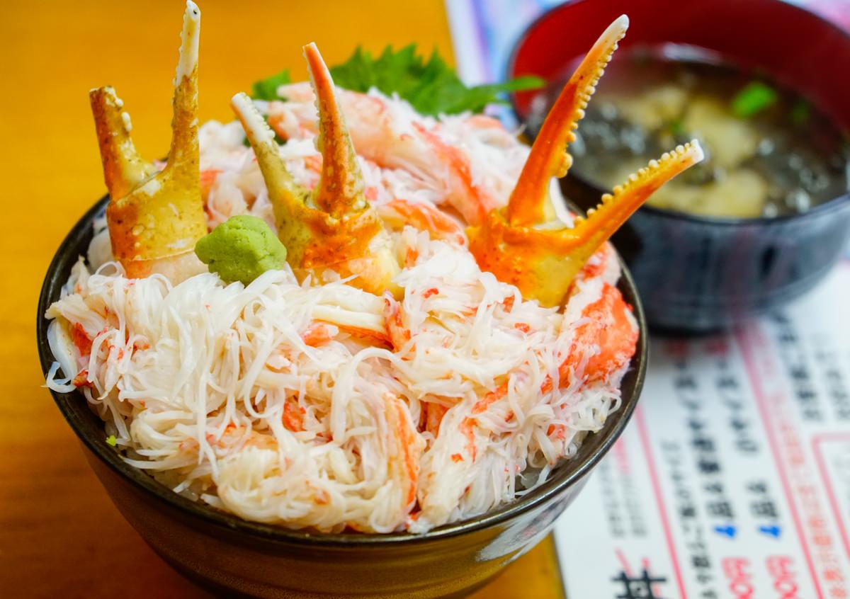 [北海道自助]小樽滝波食堂-小樽必吃!多到滿出來的海鮮螃蟹丼 @美食好芃友
