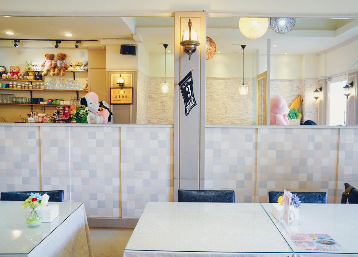 [高雄]雅米廚房(管仲店)-包滿滿焗烤海鮮飯的大麵包?夢幻雲朵x高雄IG打卡熱門店 @美食好芃友
