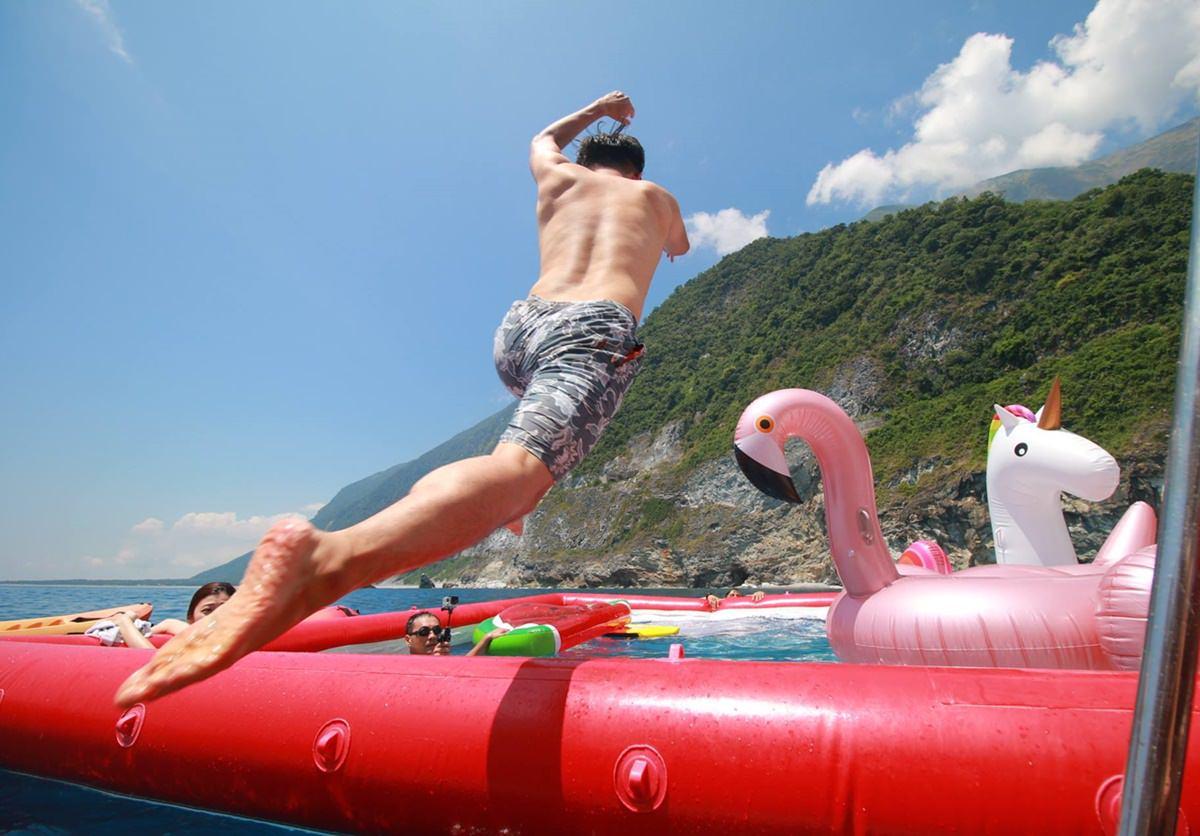 [花蓮遊艇]鯨彩悠活海洋俱樂部-搭遊艇出遊!海上泳池x太平洋忘憂之旅 @美食好芃友