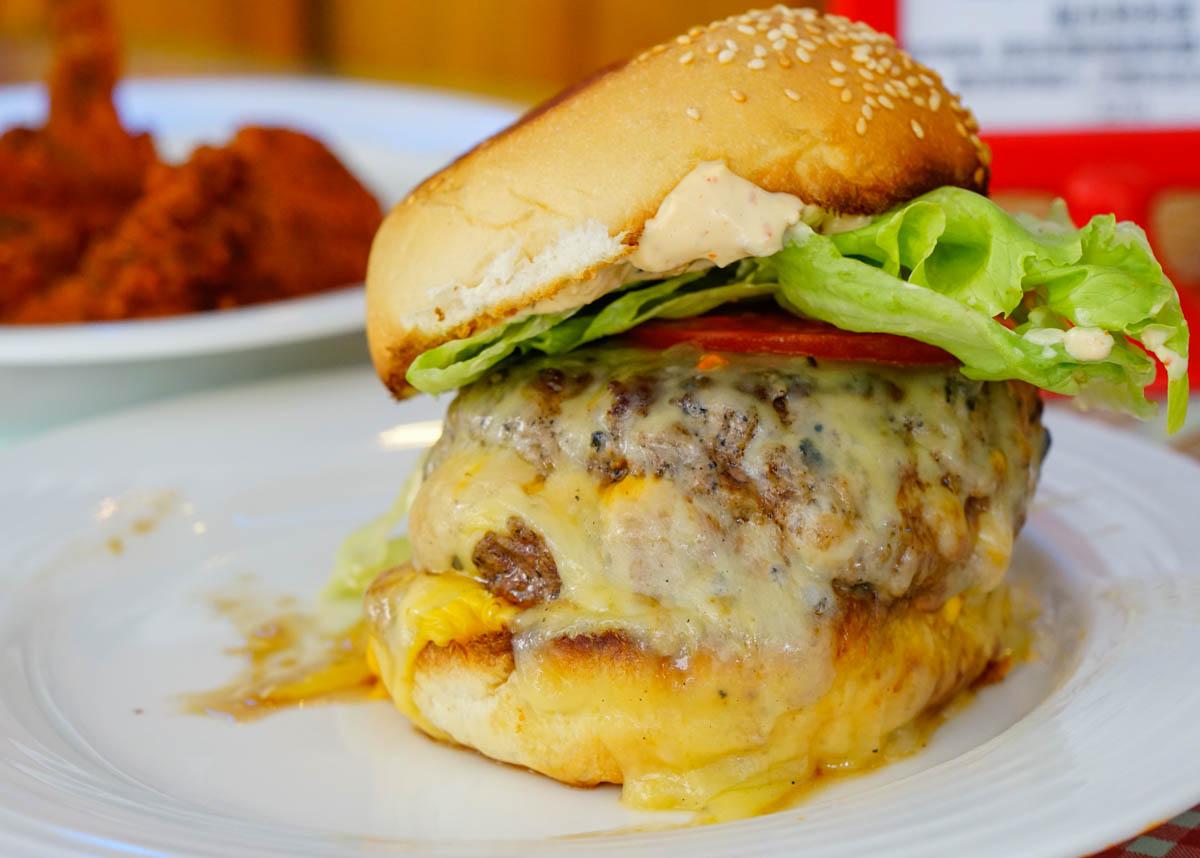 [高雄巨蛋美食]阿肯瑟餐車Arkansas Diner-起司爆量墨西哥風炒蛋! 道地美國南方味 @美食好芃友