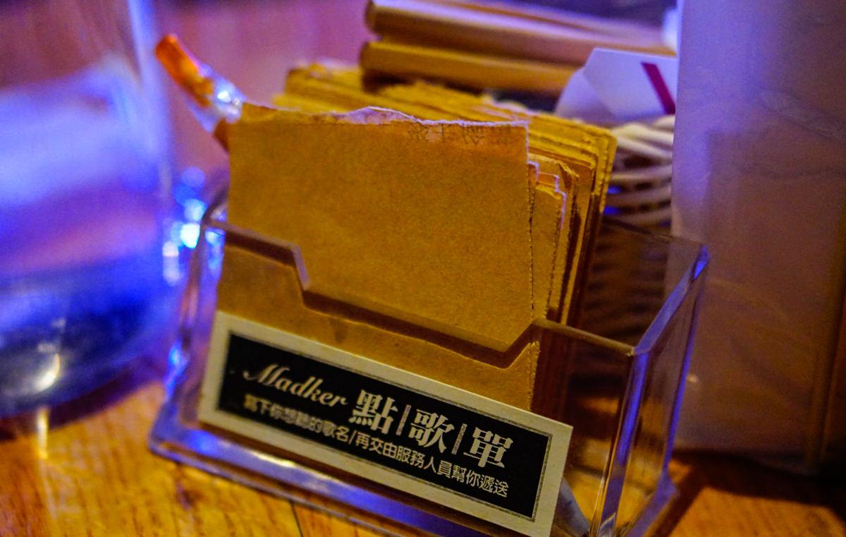 [高雄駐唱餐廳]美德客音樂餐酒館-高水準live band駐唱x低調美味德國豬腳 @美食好芃友