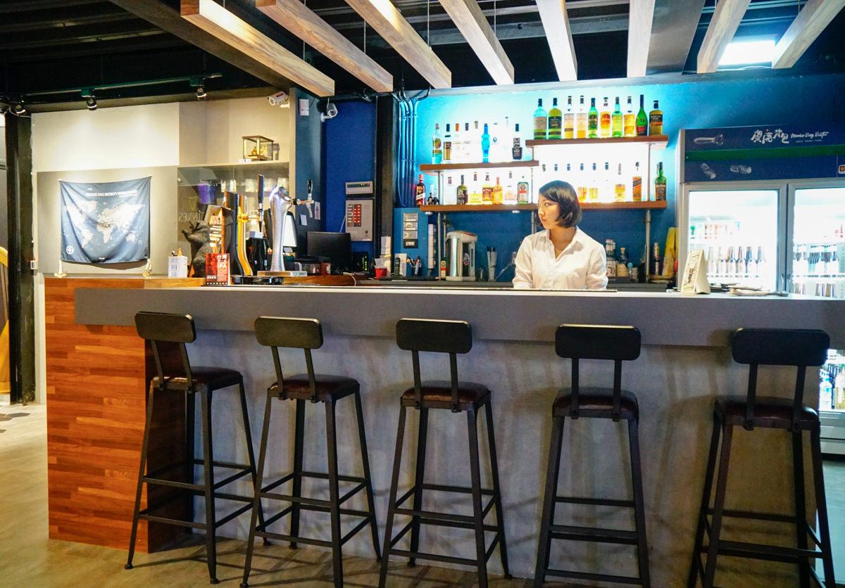 [高雄餐酒館]麋鹿背包餐酒館-超嗨聚餐!玩飛鏢吃異國美味 高雄飛鏢主題餐廳 @美食好芃友