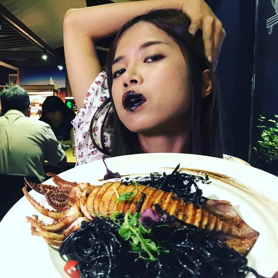 [高鐵左營美食]菲RaRa義式餐酒館-浪漫約會義式餐廳~難忘的唇齒留香墨魚麵! @美食好芃友