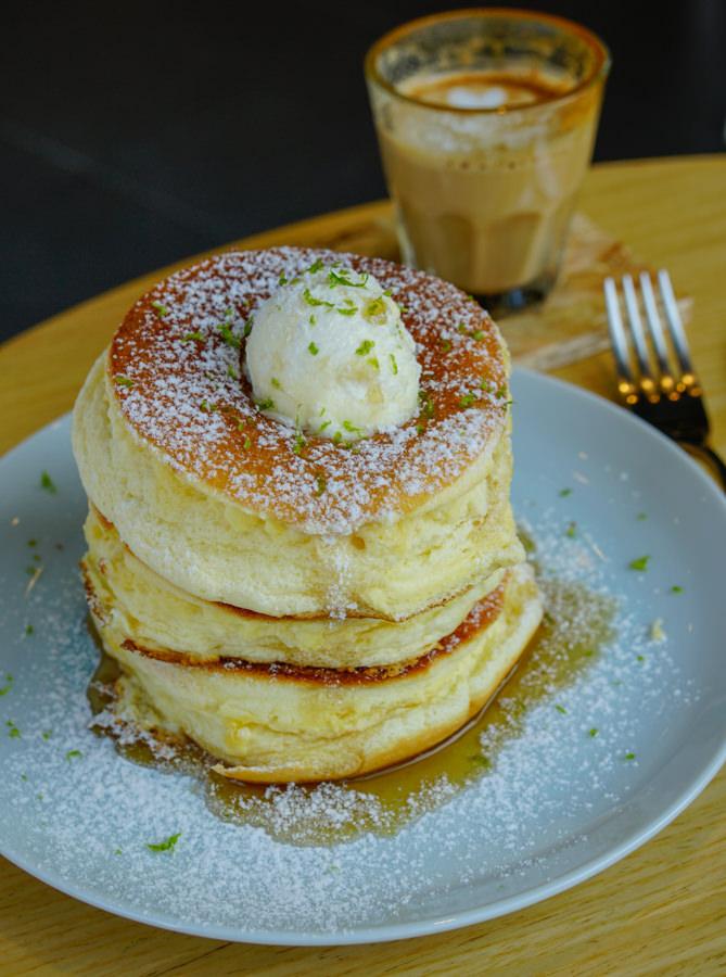 [高雄三多商圈咖啡店]瑞福咖啡-隱藏版好吃舒芙蕾鬆餅!不被打擾的咖啡秘境 @美食好芃友