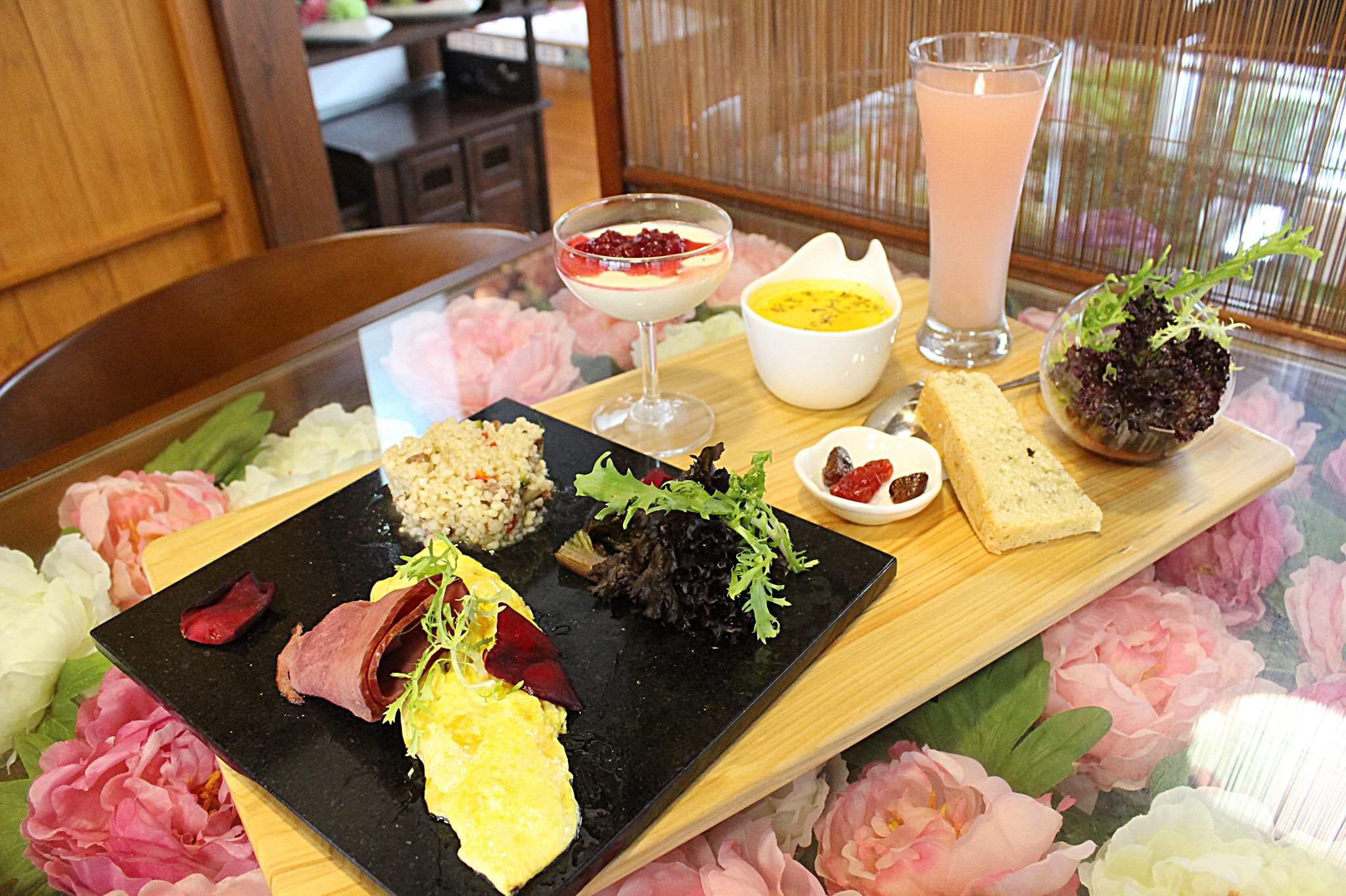[台南安平美食]花喫靜苑-安平日式風格秘境!優雅花系四季餐 @美食好芃友