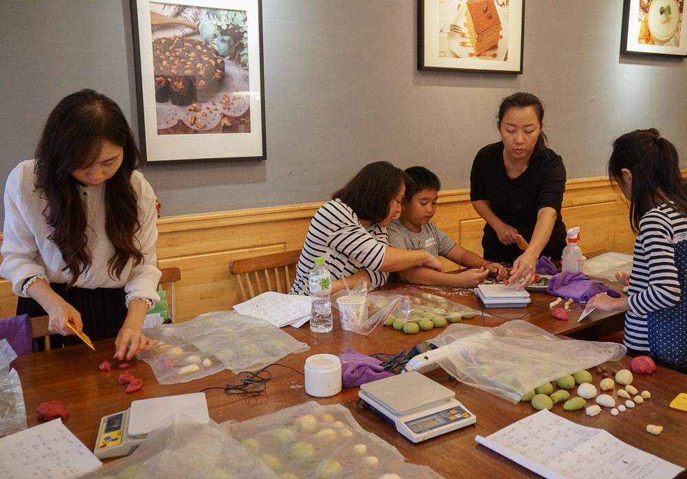 [高雄麵包課程推薦]菜鴨子-最萌聖誕禮物!耶誕造型麵包手作課程 @美食好芃友