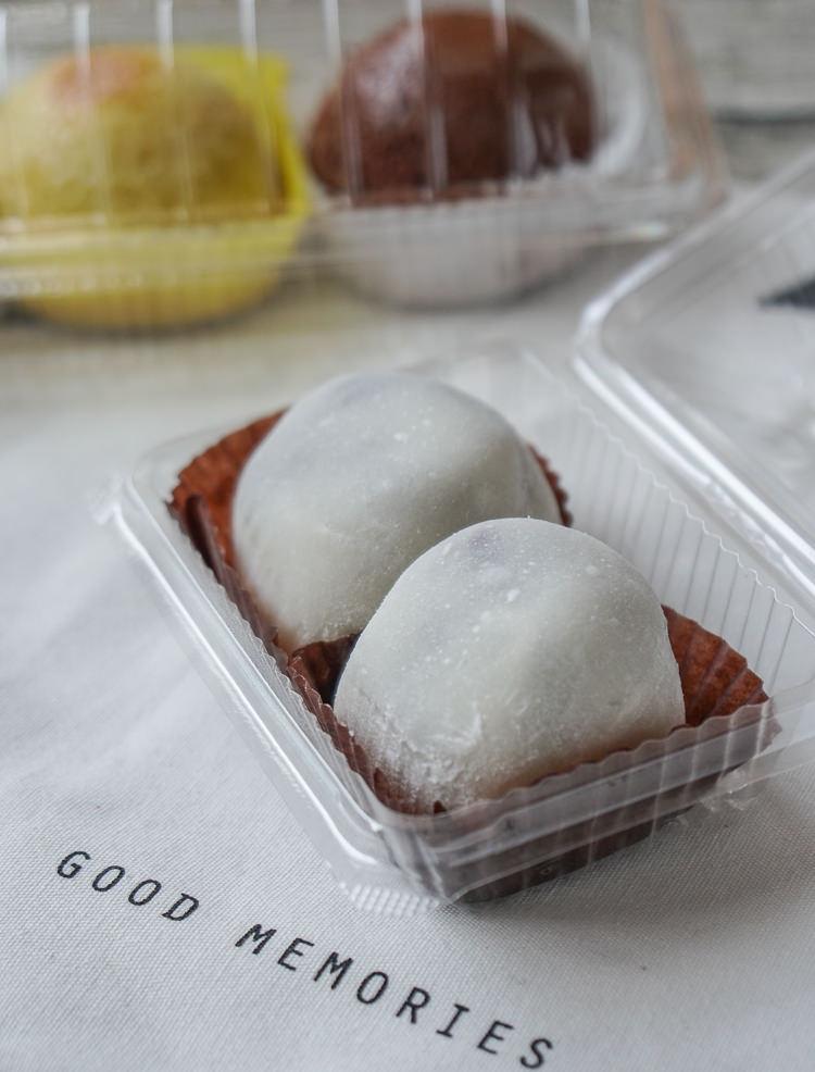 [高雄]甜子烘焙-每日限量!一顆30元超飽滿草莓大福x團購超夯雪果子 @美食好芃友