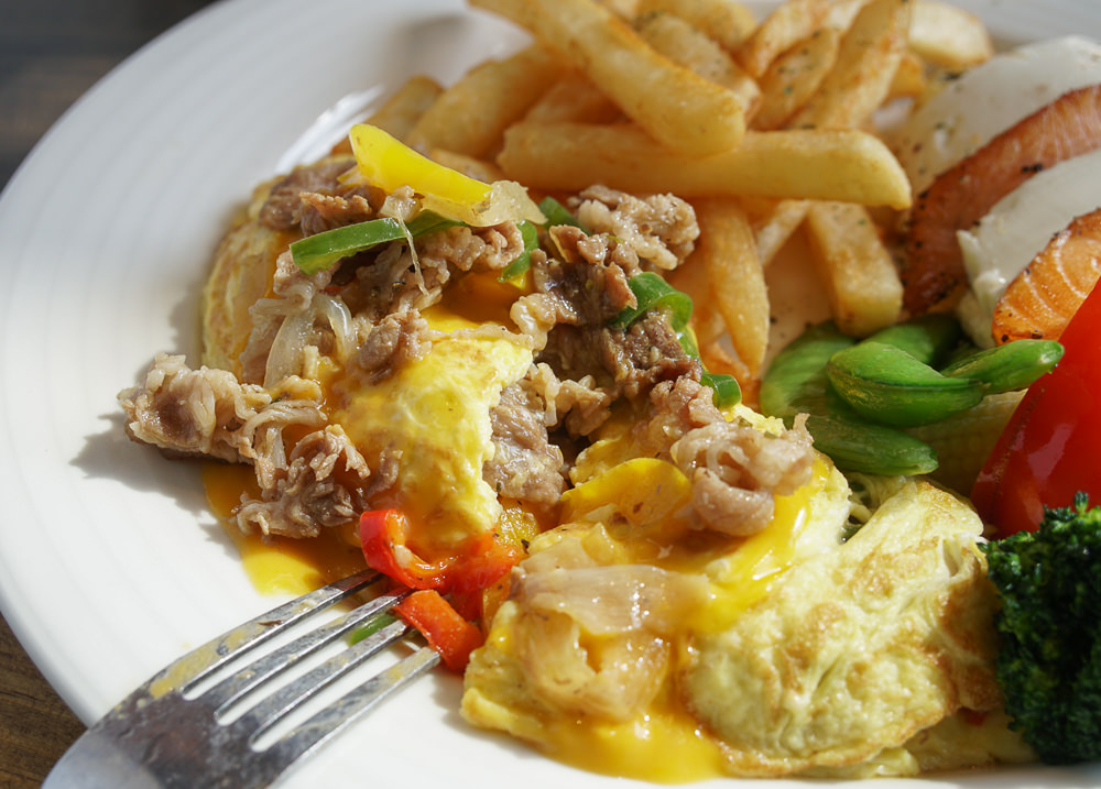 [高雄]5號後院Le patio cafe-外國人也讚嘆的澎湃雙蛋捲早午餐!超夯高雄早午餐 @美食好芃友