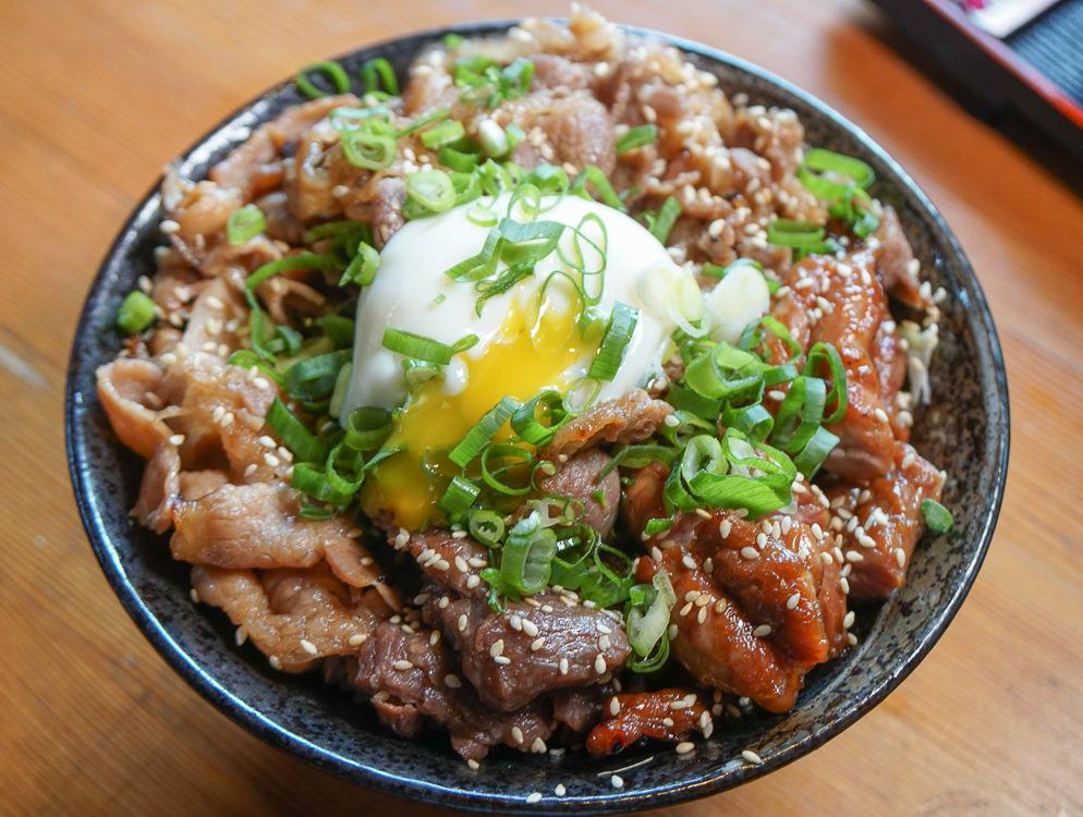 [台南]味道樂串燒酒場-肉控必吃!午間限定碳烤肉丼飯 @美食好芃友