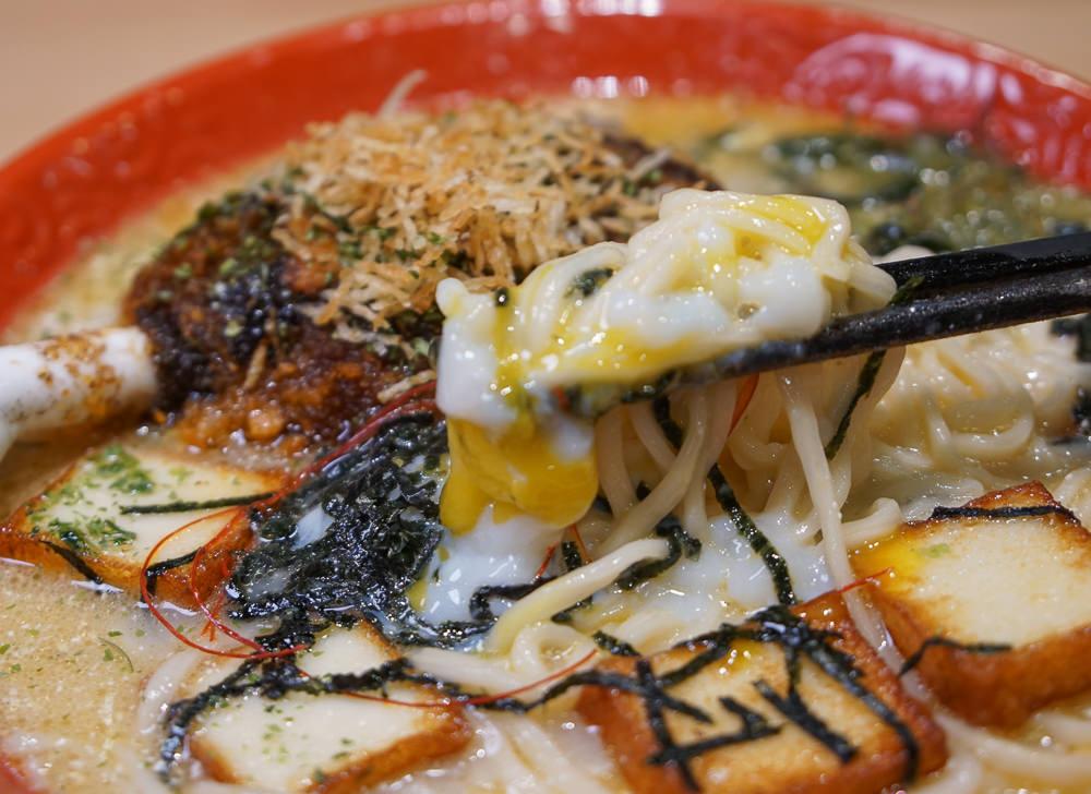 [高雄]攝飲主題餐廳-超巨大魯夫肉拉麵x繽紛口味炸七龍珠!超好拍動漫主題 @美食好芃友