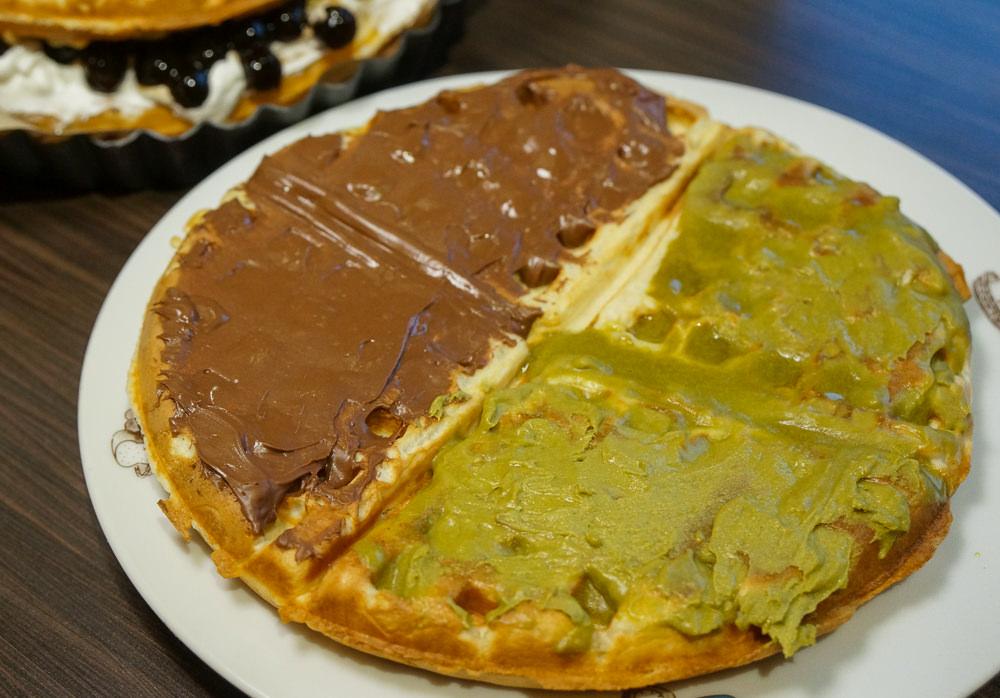 [高雄]Oh Mia歐米芽鬆餅屋-銅板價!?超酷珍珠厚奶茶鬆餅x牽絲爆餡創意披薩鬆餅!超高C/P值 高雄鬆餅推薦 @美食好芃友