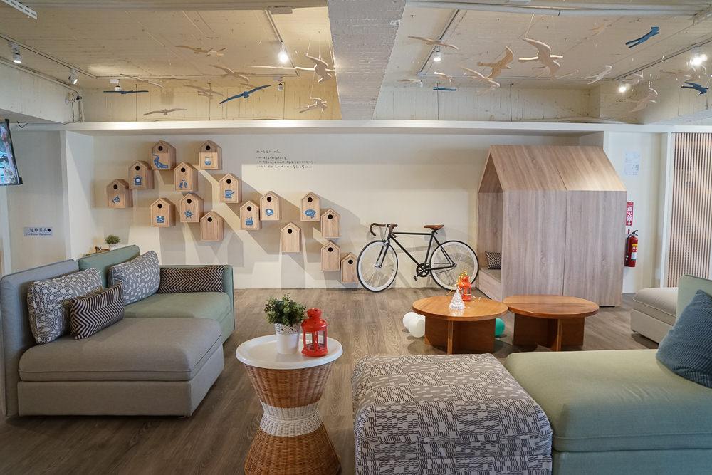 [台中住宿推薦]漂鳥Straybirds-薰衣草森林品牌青年旅店!超質感公共空間 @美食好芃友