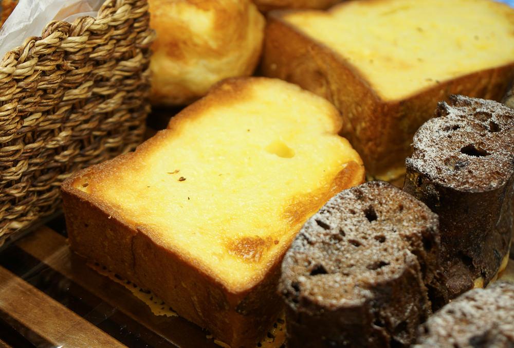 [高雄]中華蛋糕 • 麵包-芋頭控注意!高雄唯一芋頭餡髒髒包 @美食好芃友