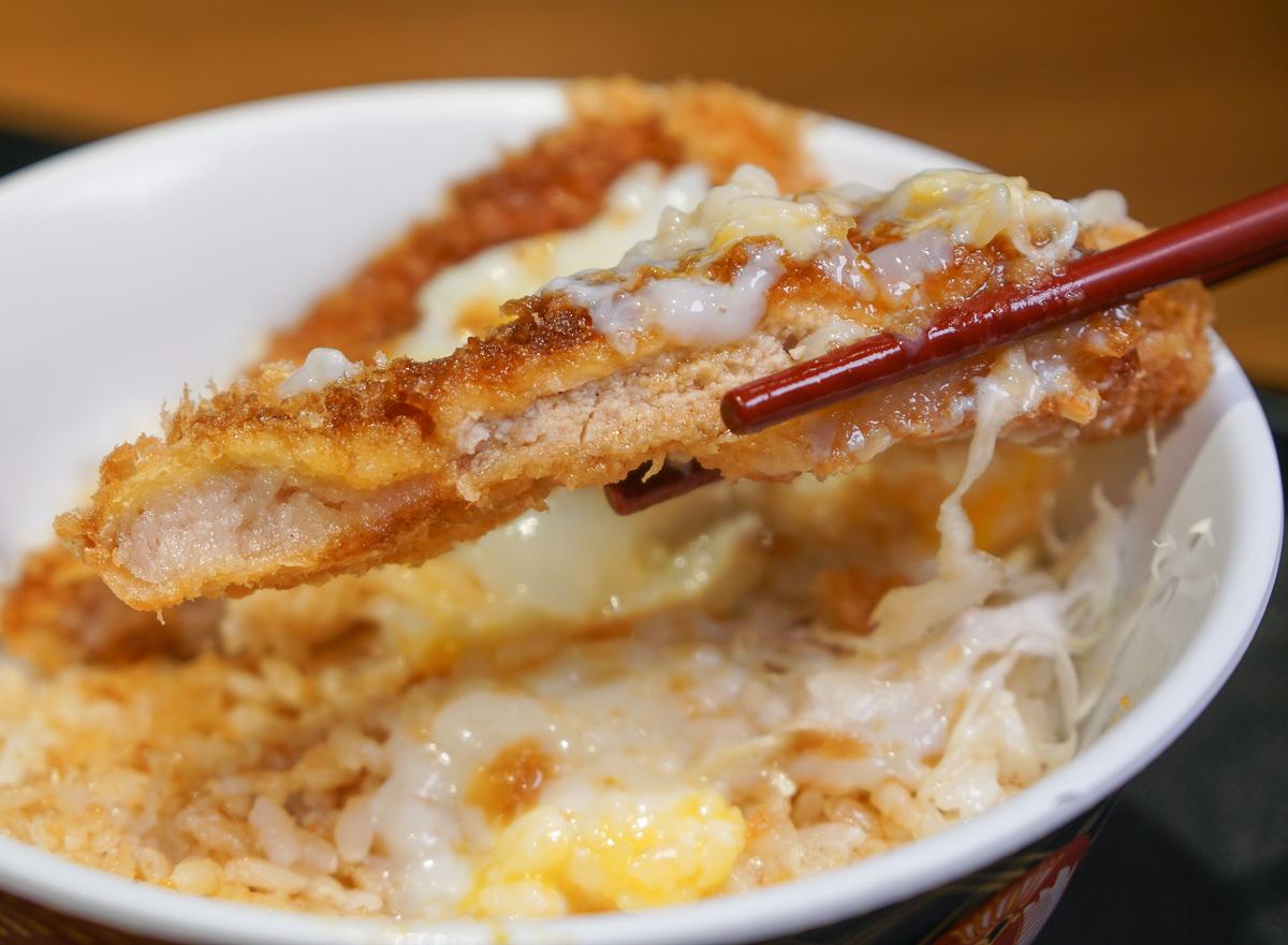 [高鐵左營美食]豚一屋かつ丼(左營店)-來自日本的高C/P值美味厚豬排飯! @美食好芃友