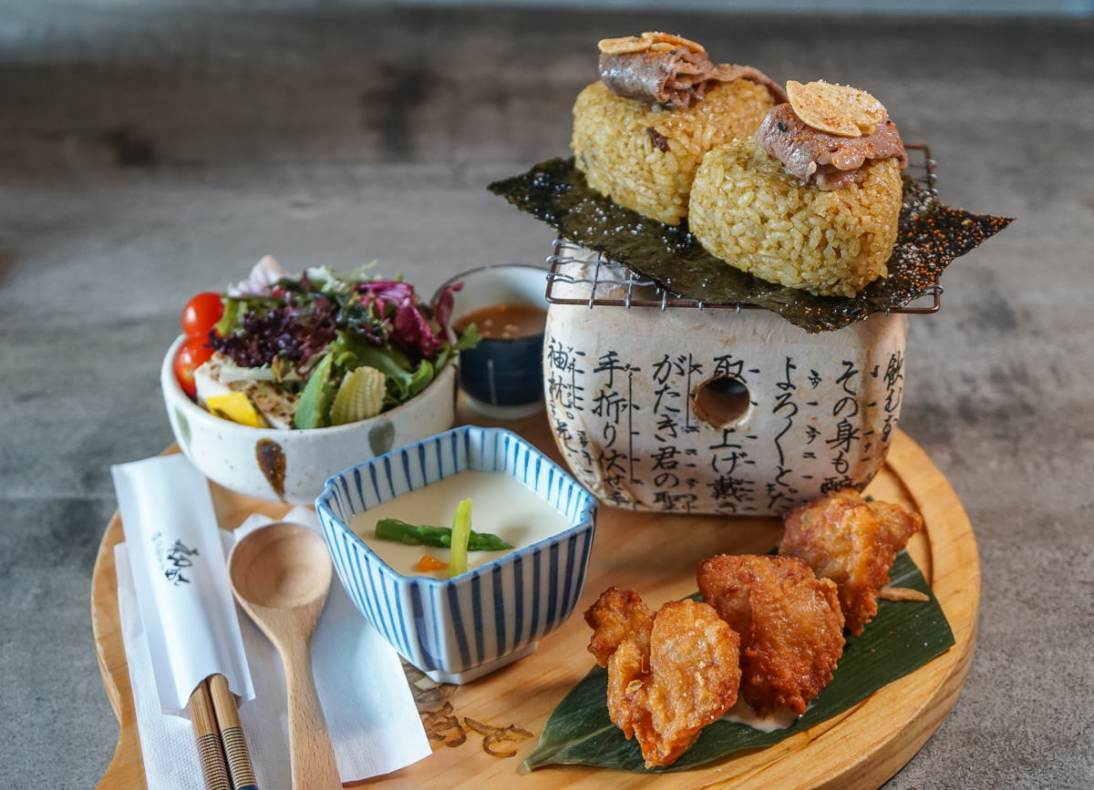 [高雄]初日珈琲(明誠店)-日式和洋風早午餐!元氣滿滿飯糰x豐盛烤一夜干套餐 @美食好芃友