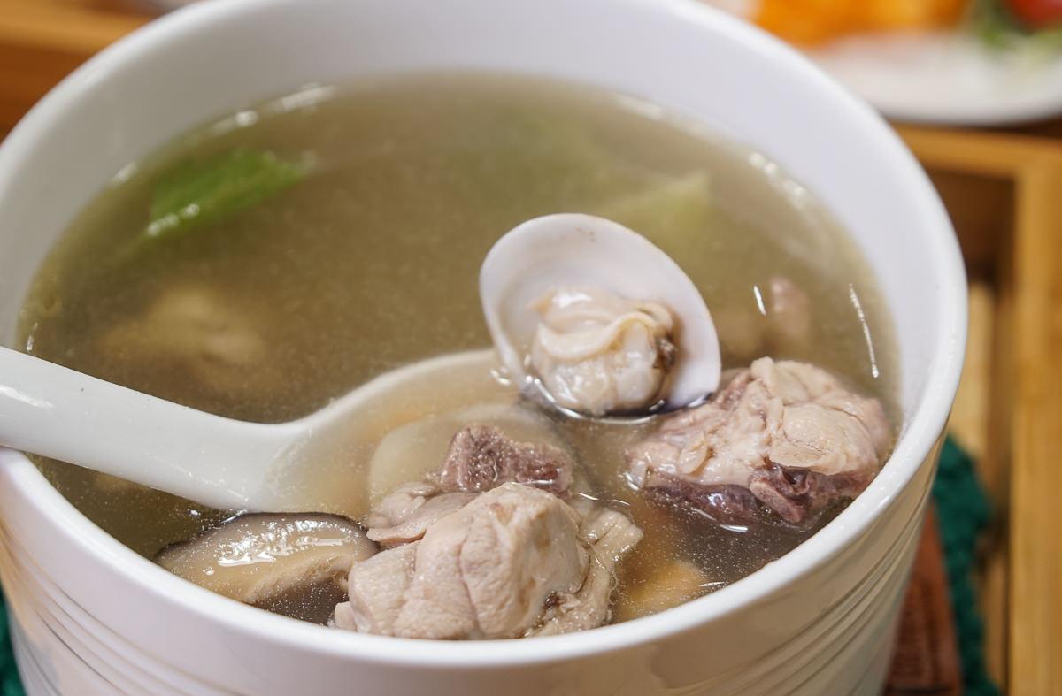 [高雄]城裡的小月光單身雞湯-居酒屋裡喝「單身雞湯」?愛玩客採訪~高雄個人雞湯推薦 @美食好芃友