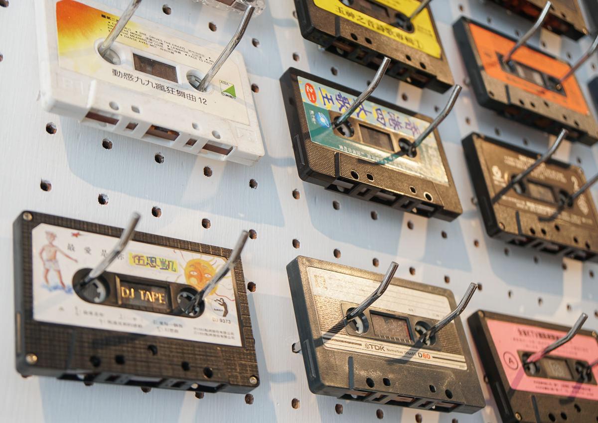 [台中咖啡館推薦]感傷唱片行-在全台唯一卡帶專賣店尋找復古回憶~好玩好拍 @美食好芃友