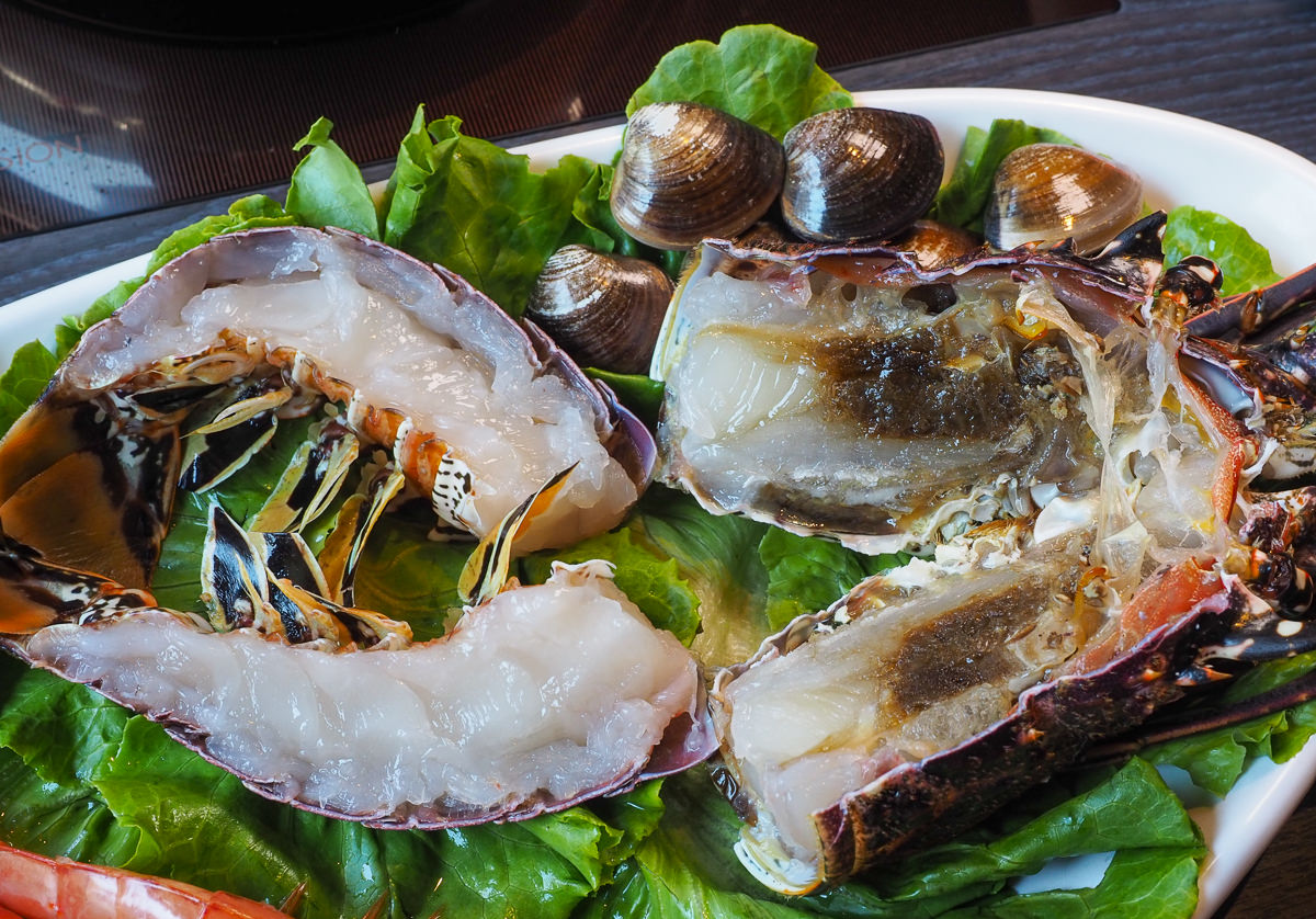 [高雄火鍋推薦]舞古賀鍋物專門店-平價爽吃高級肉和海鮮滿滿痛風蝦爆套餐 @美食好芃友