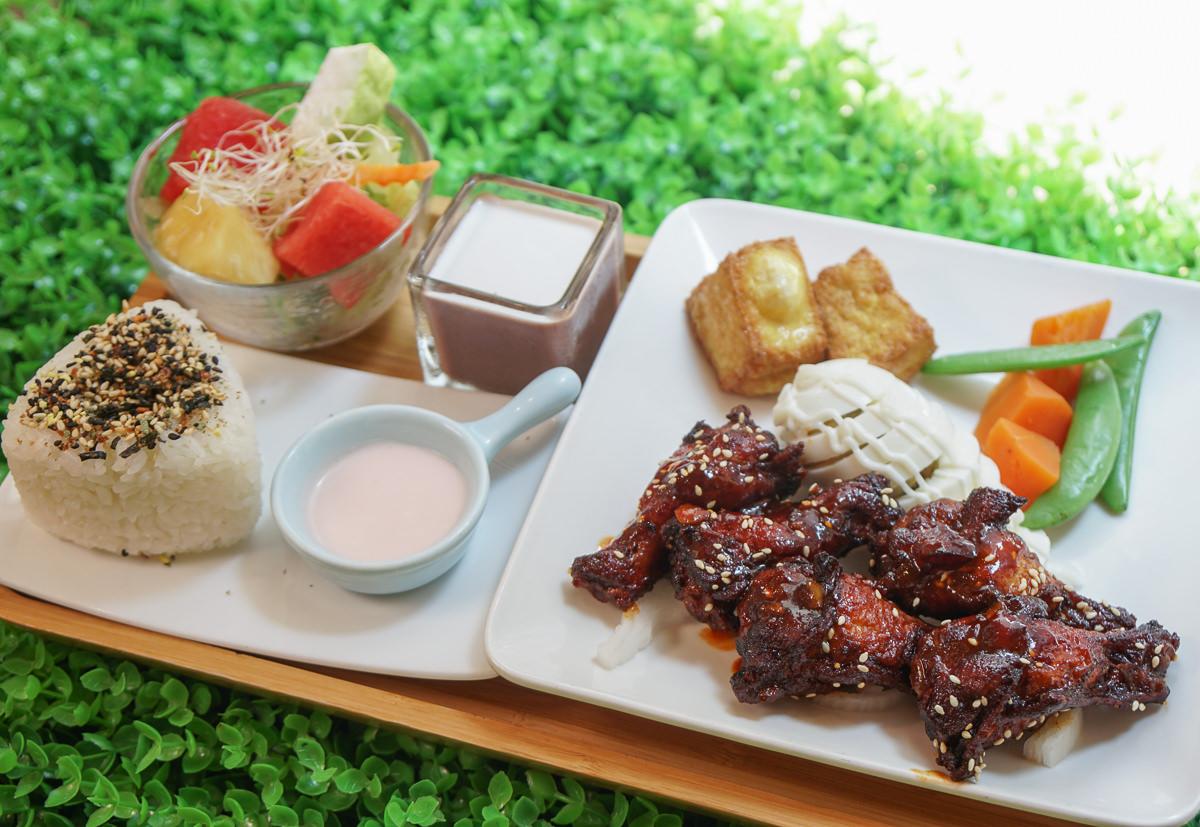 [高雄早午餐推薦]七二食事-好看又好吃~椒麻雞三色飯!超特別泰式口味早午餐 @美食好芃友