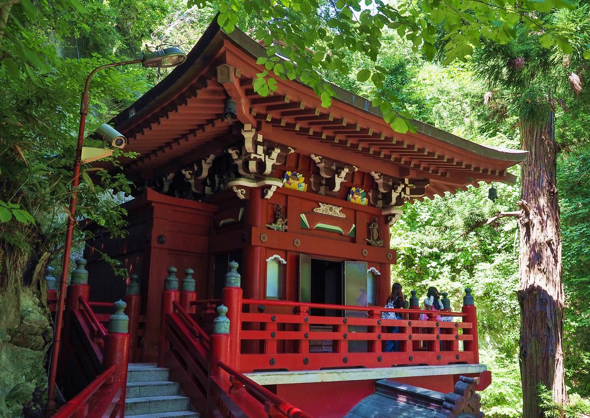 [福島旅遊推薦]中野不動尊-綠森林中的朱紅除厄神社!必訪日本三大不動尊 @美食好芃友