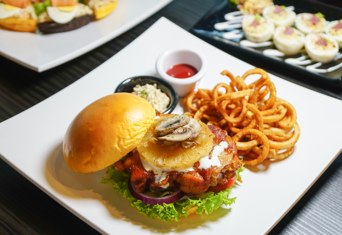 [高雄]Lèvre Burger樂浮漢堡-隱藏巷弄~道地北美口味超大牛肉漢堡 @美食好芃友
