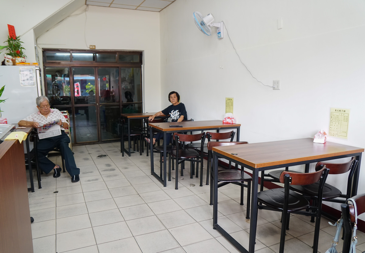 [高雄左營美食]東北餃子館-眷村老味道!老奶奶手撖現包水餃~滷味也好吃! @美食好芃友