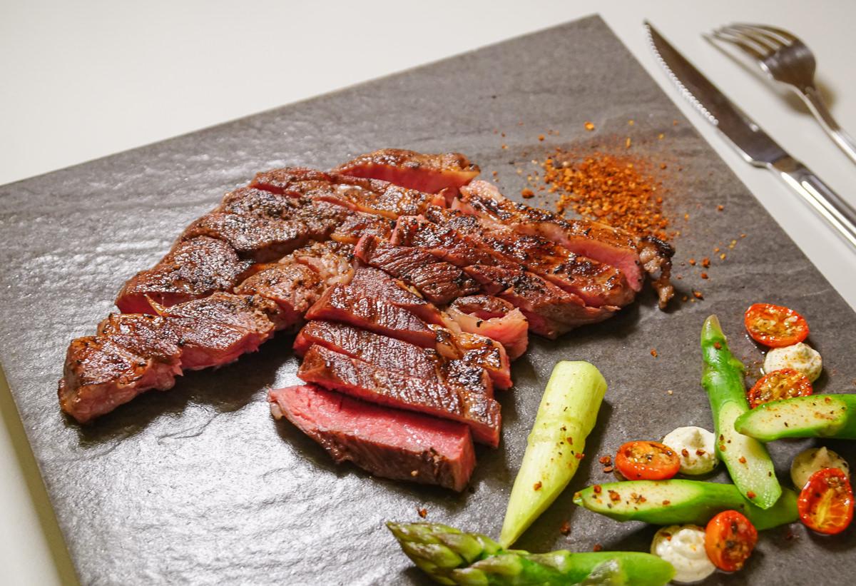 [高雄前金美食]猶大獅廚-超驚豔~10盎司頂級口感牛排只要500元!隱藏版私廚料理 @美食好芃友