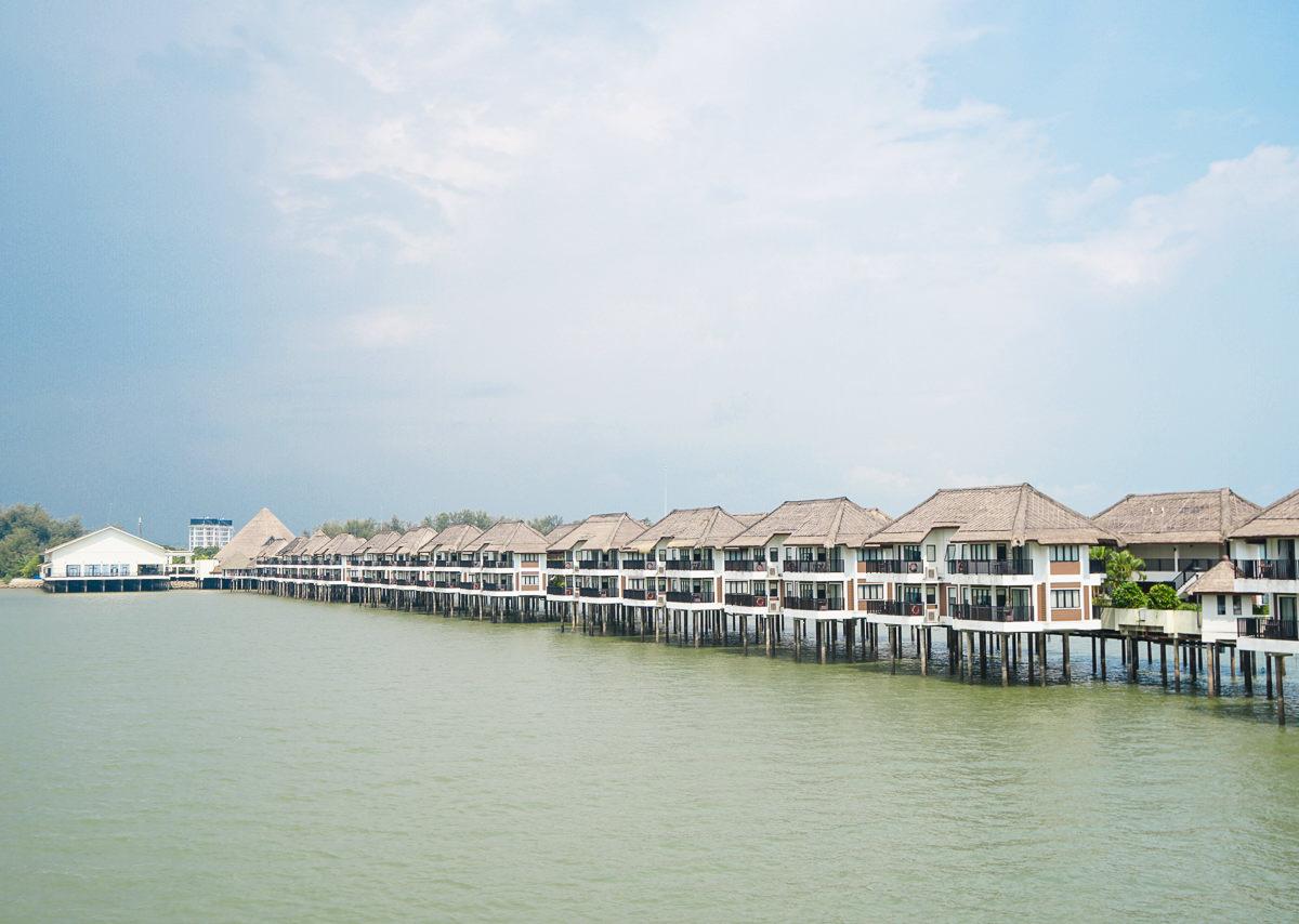 [馬來西亞住宿推薦]AVANI黃金棕櫚樹海上渡假村-海上VILLA日出絕景x超享受無邊際泳池 @美食好芃友