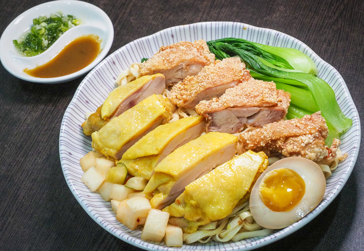 [高雄]佑佑小廚-每日限量!重量級海南雞雙拼麵~大口吃多汁嫩雞! @美食好芃友