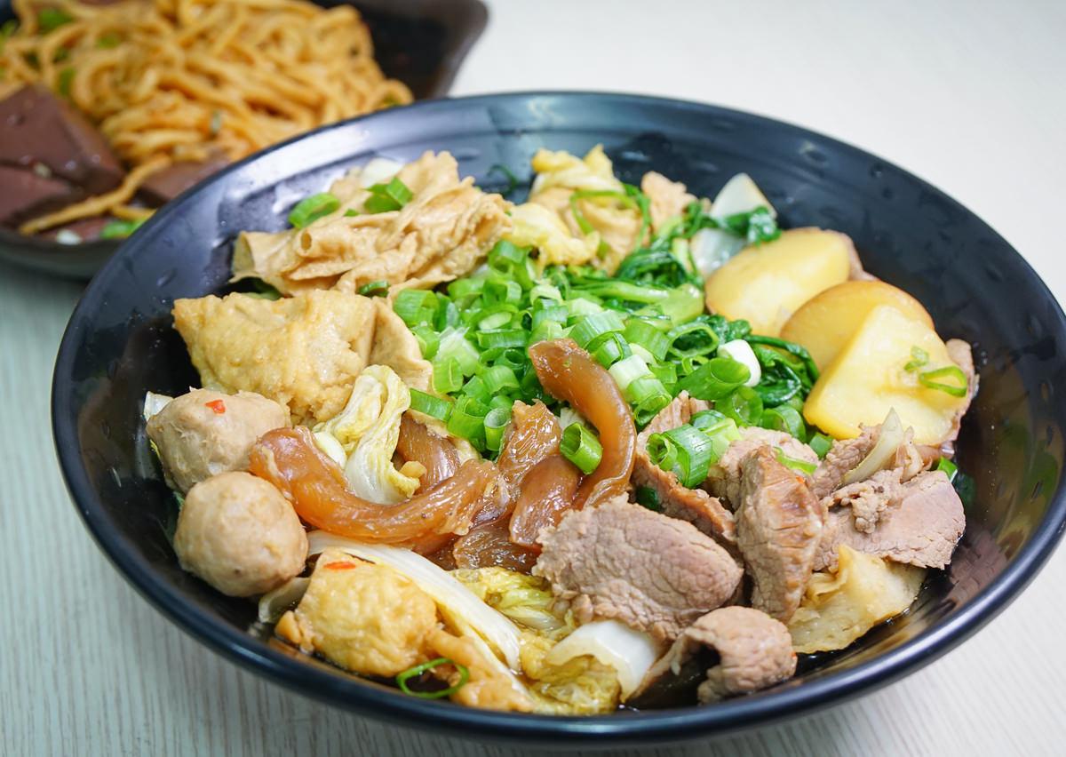 [左營滷味推薦]燒滷味-天然蔬菜湯頭滷汁X必吃超涮嘴滷鴨血意麵! @美食好芃友