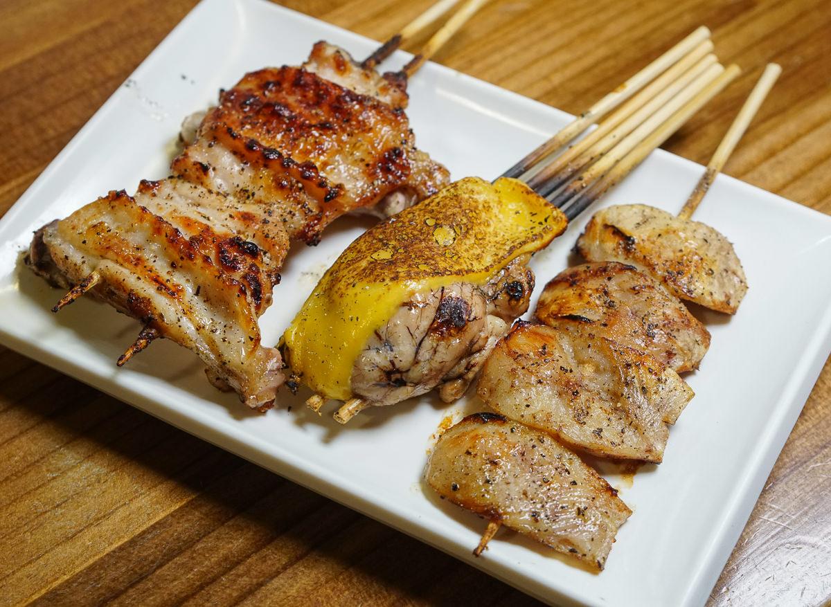 [高雄燒烤推薦]日本再生酒場-日職人串燒料理!超美味內臟燒烤~上班族聚餐秘密基地 @美食好芃友