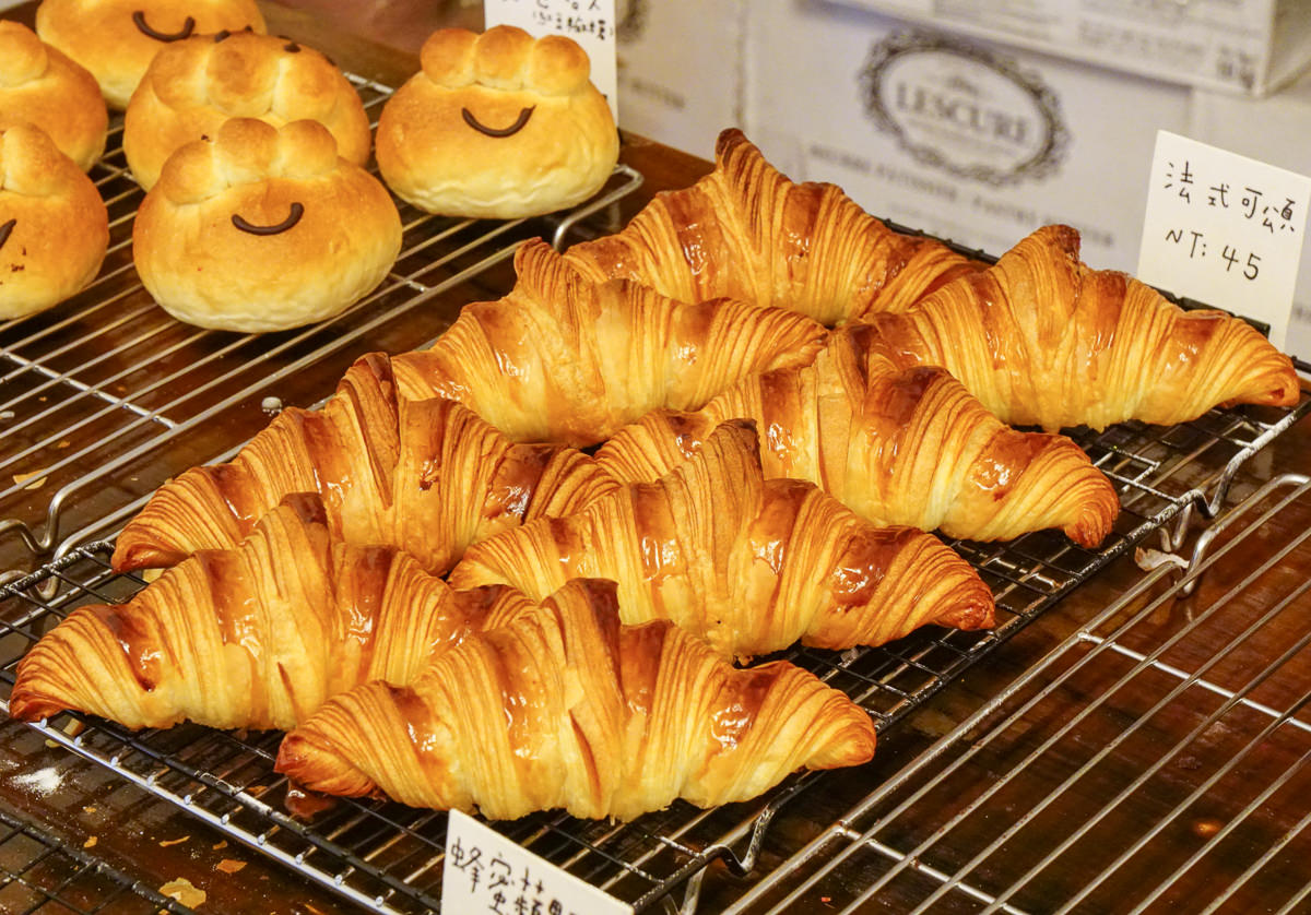 [台南]小鹿家麵包店-秒殺草莓可頌!不預定吃不到的隱藏版麵包工作室 @美食好芃友