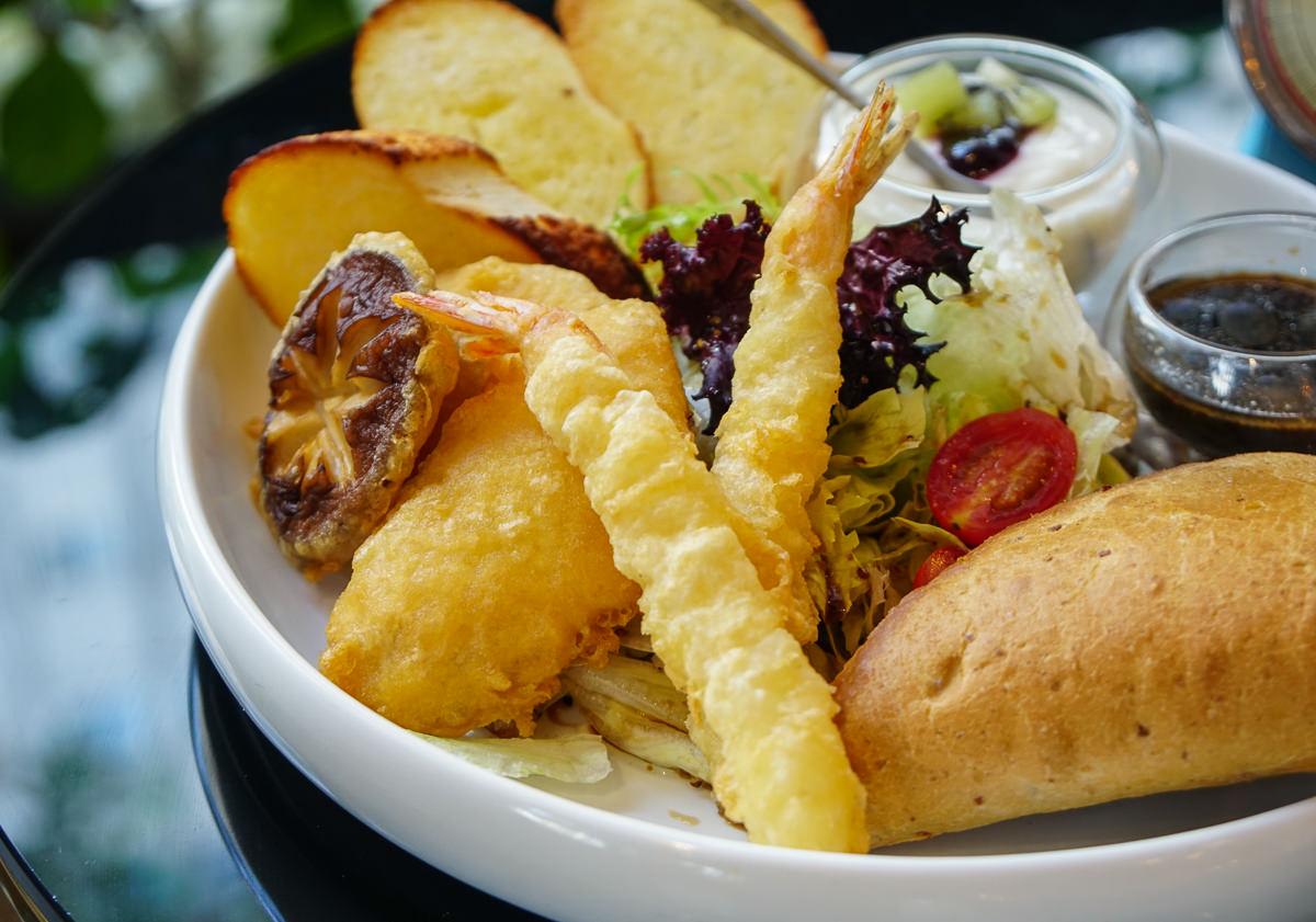 [高雄早午餐推薦]Cofein Cafe-鳳山最新網美咖啡空間!許你一個綠影相伴的早晨 @美食好芃友