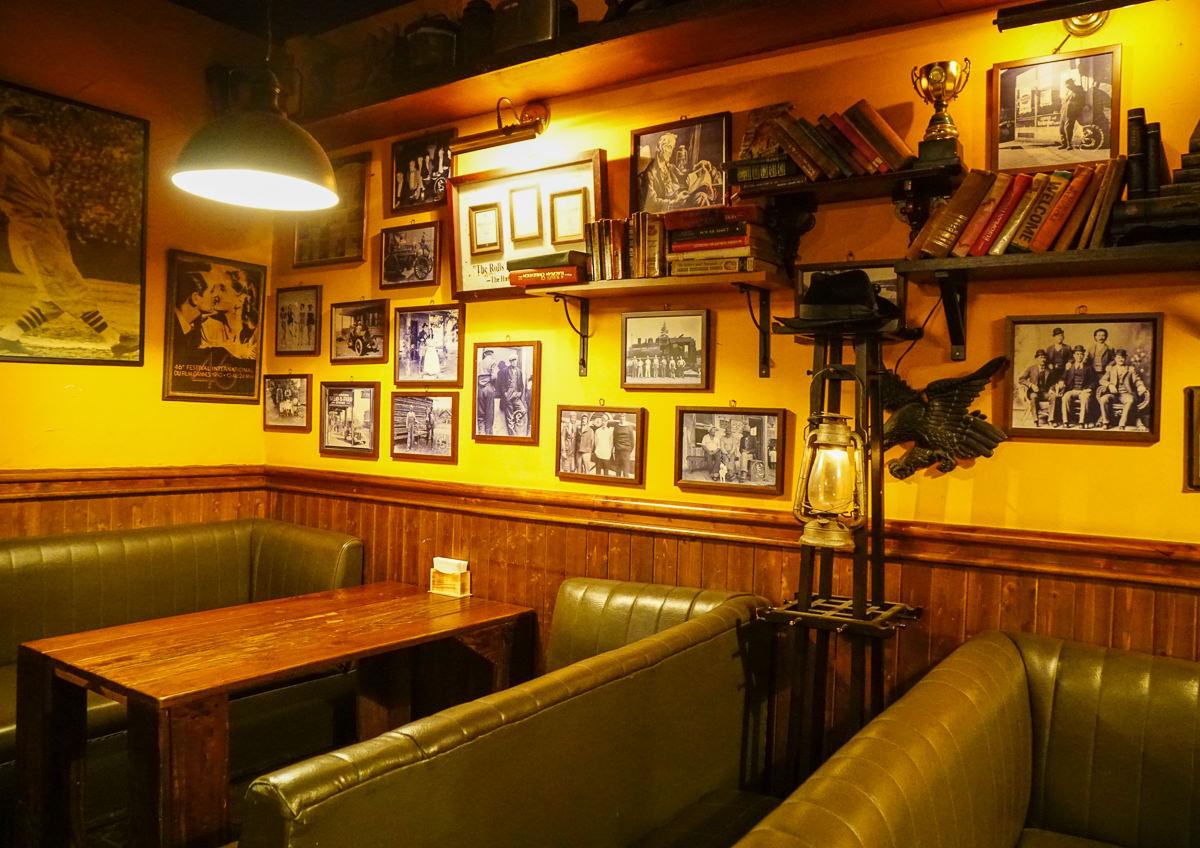 [高雄聚餐推薦]馬爹力舊美式餐酒館-懷舊美式氣氛超正點!團體聚會x一把青拍攝指定餐廳!必點德國豬腳、牛肉烤餅、風味雞翅 @美食好芃友