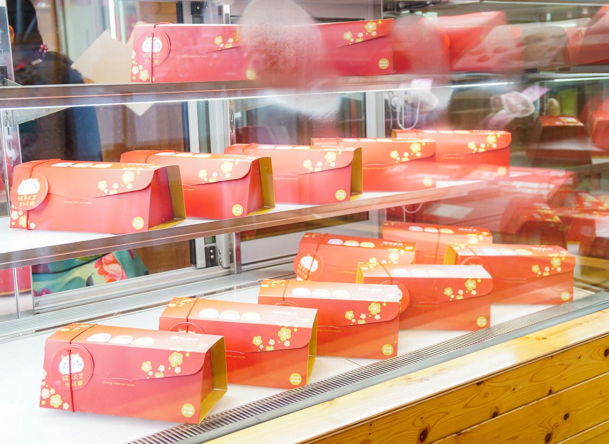 [高雄下午茶推薦]亞尼克高雄旗艦店-超人氣高雄甜點伴手禮店!春天來個抹茶紅豆蕨餅生乳捲x滿滿草莓甜點 @美食好芃友