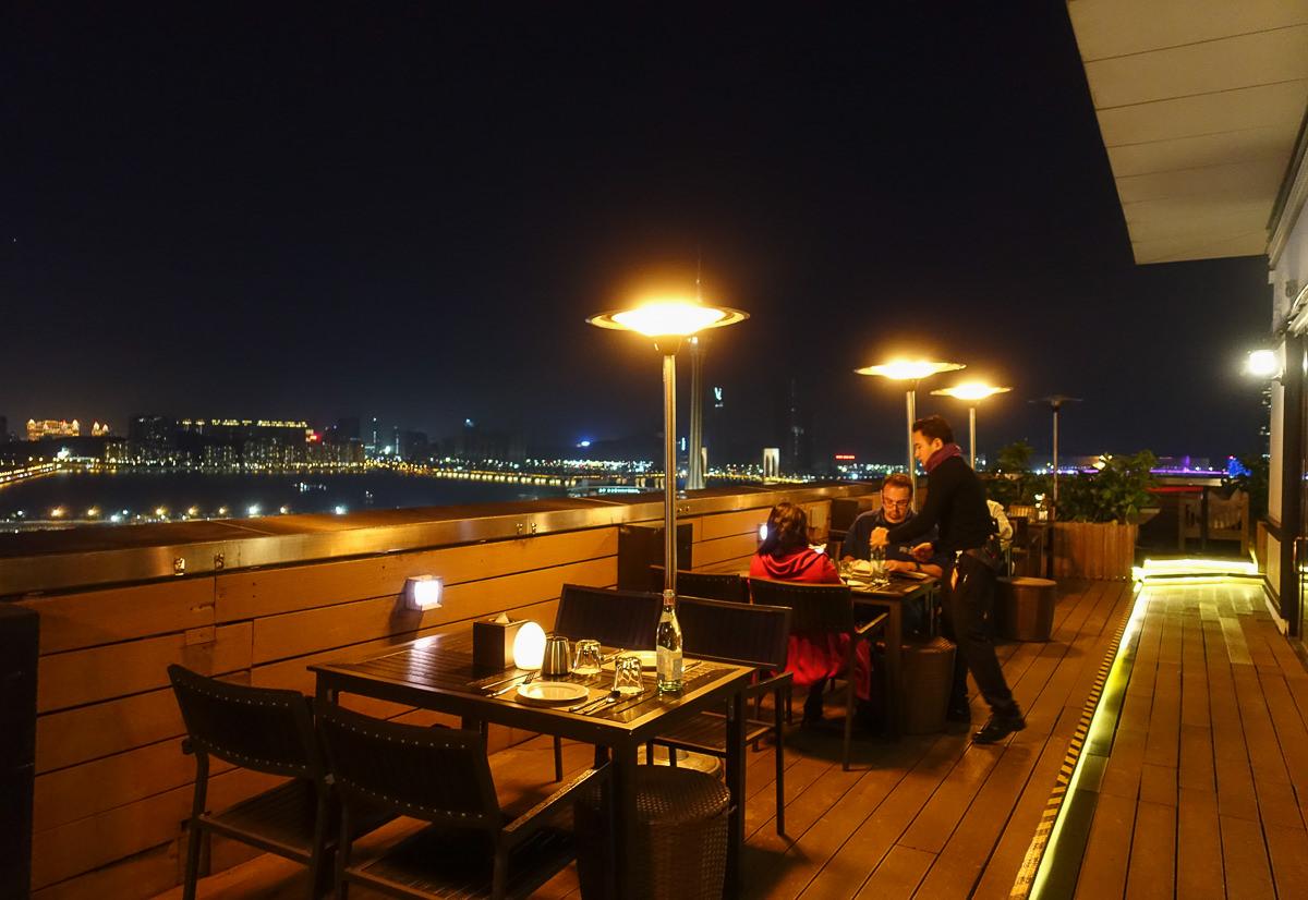 [澳門景點推薦]天Sky21 Bar&Restaurant-澳門最美空中酒吧~小酌賞澳門旅遊塔夜景 @美食好芃友