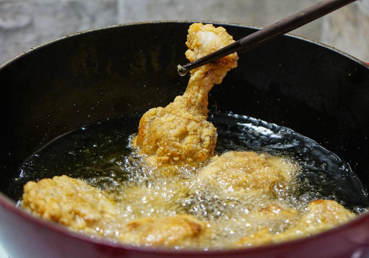 [高雄漢神美食]發肉覓-超高C/P值!每日限定烤半雞x酥炸雞排!顛覆想像的雞肉即食料理 @美食好芃友