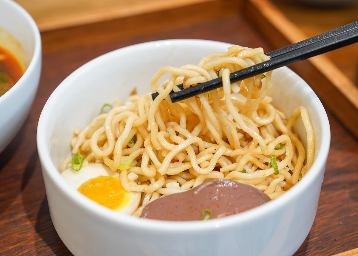 [高師大美食]裹麵-爆紅IG打卡文青中式麵店~你沒想過的中式麵吃法 @美食好芃友