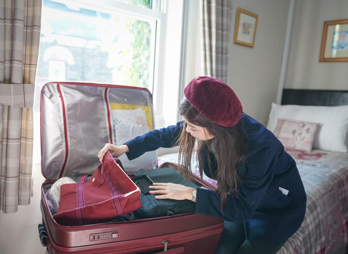 [行李箱推薦]DELSEY 行李箱GRENELLE系列-創新一九分掀蓋式設計~輕量超好拉大行李箱!開合取物更方便 @美食好芃友
