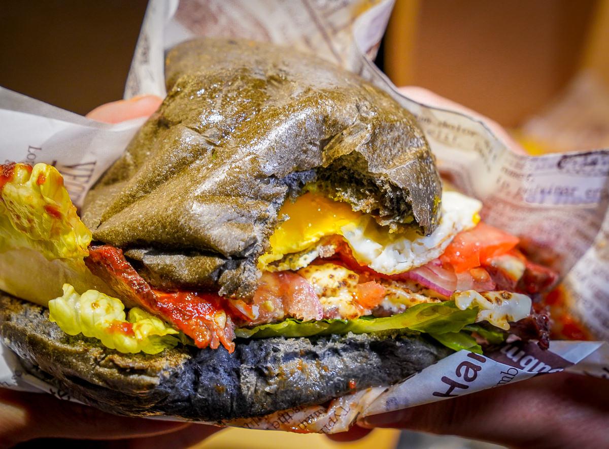 [高雄前金美食]吃堡Eatburger-超人氣神秘三輪車漢堡~美味爆漿蛋厚切漢堡! @美食好芃友
