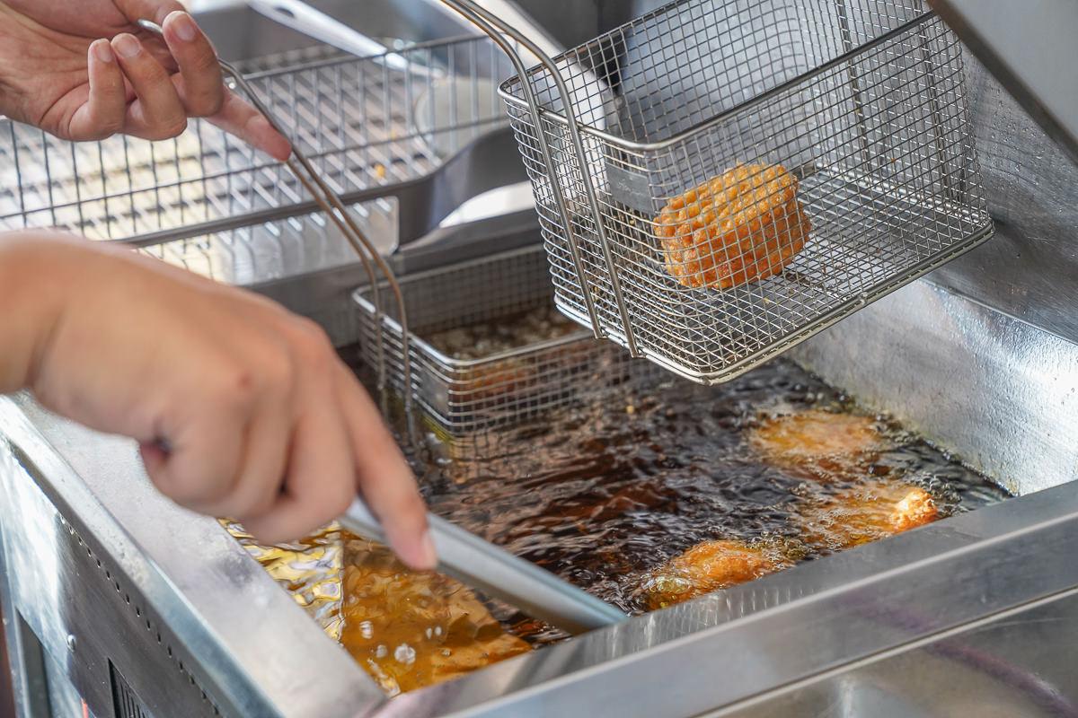 [高雄三民區美食]我炸你吃芋頭餅(高雄金鼎店)-超充實芋頭下午茶!超人氣平價芋泥炸物專賣 @美食好芃友