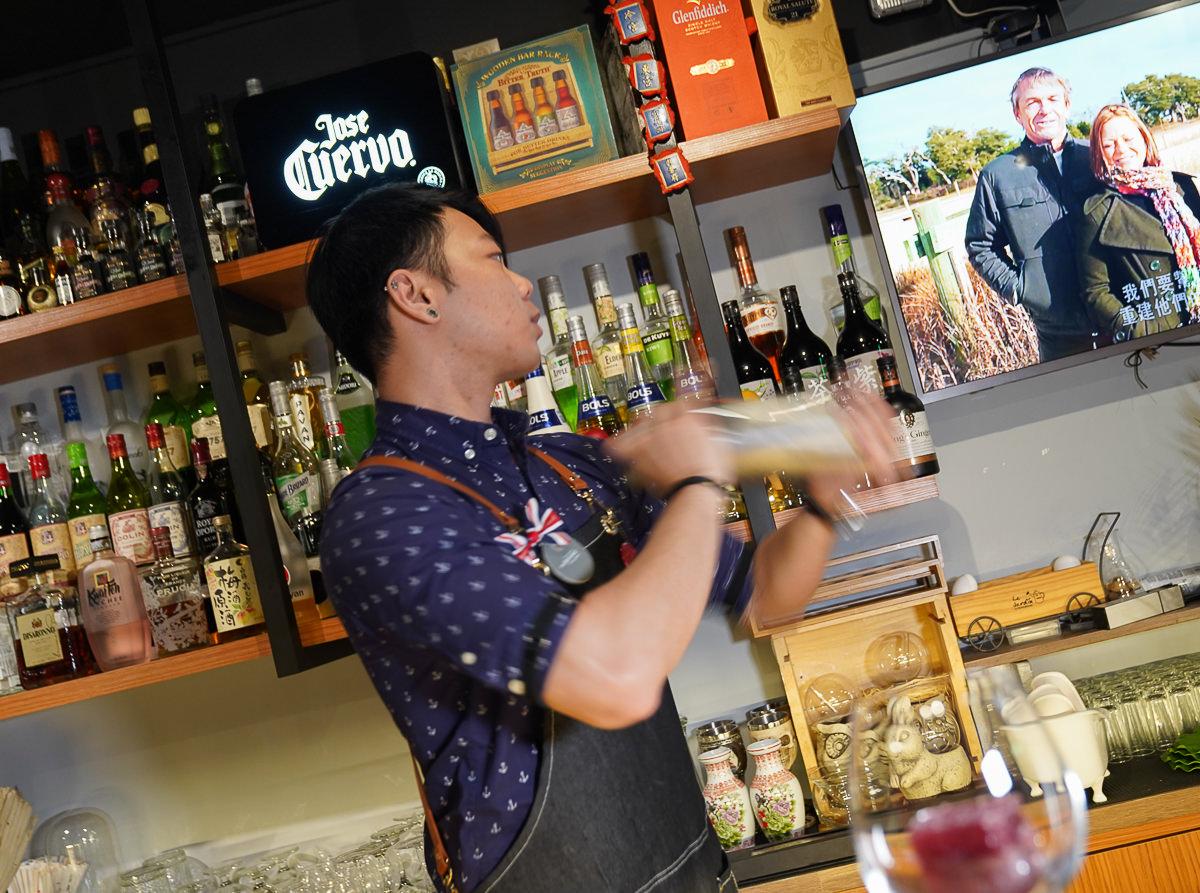 [高雄新崛江美食]TACB人文餐酒-華麗驚豔墨魚燉飯!撩妹酒單找一杯屬於你的調酒 @美食好芃友