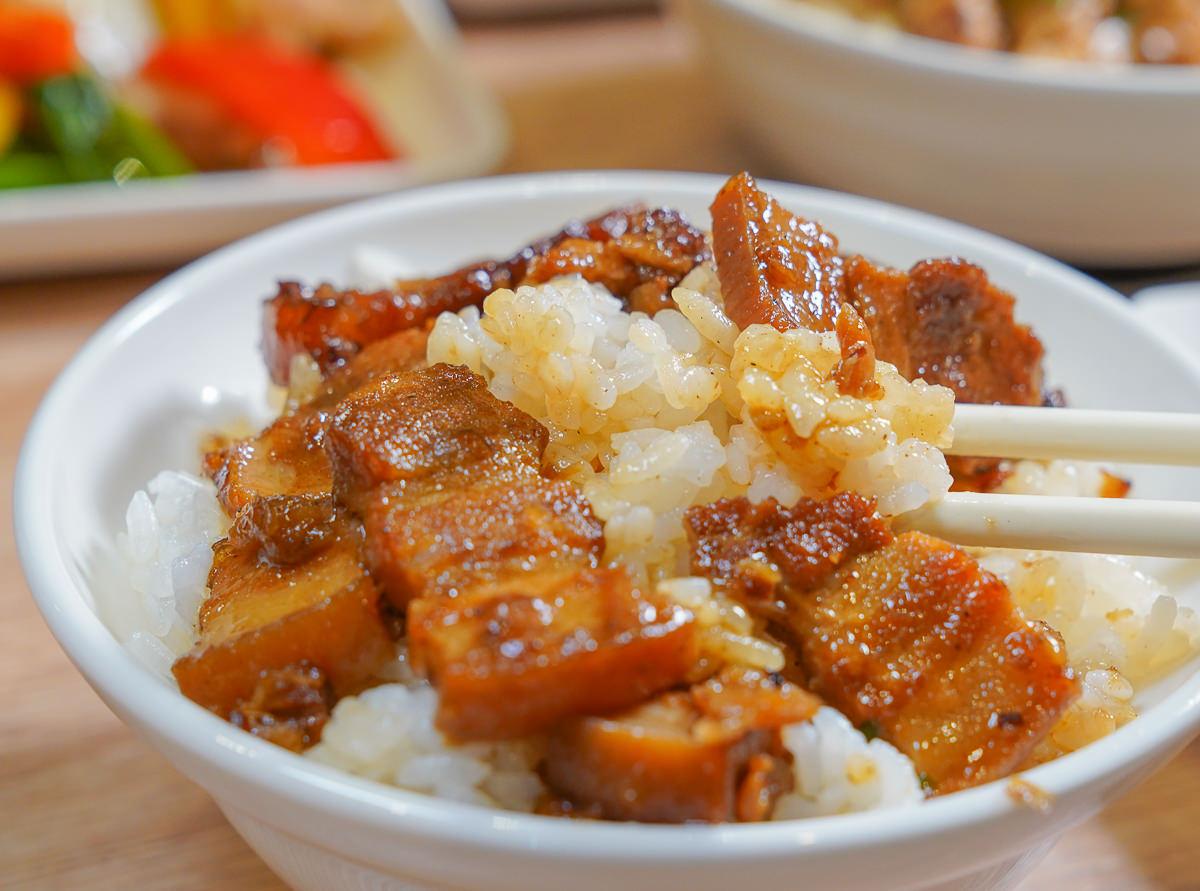 [高雄巨蛋美食]好家廚房-皇帝米精燉豬肉飯x蔥雞乾拌麵!台式小吃真功夫~ @美食好芃友