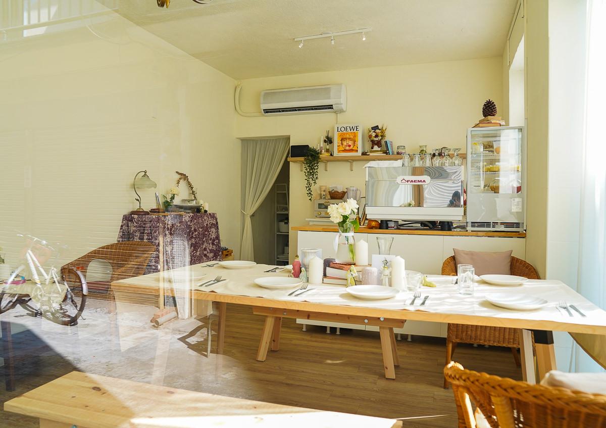 [高雄下午茶推薦]Auntie Cafe-新崛江商圈~隱藏巷弄純白老屋韓風咖啡店! @美食好芃友