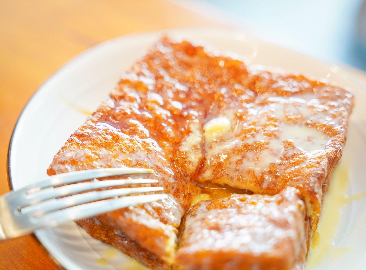 [高雄前鎮美食]崔記小餐館-低調卻道地的港式茶餐廳~滑蛋牛肉飯和法蘭西多士太銷魂 @美食好芃友
