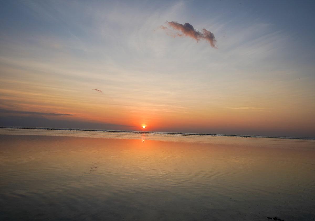 朝聖峇里島秘境離島~吉利群島!不想離開的夢幻行程:海上鞦韆x蔚藍海灣跳島潛水找海龜 @美食好芃友