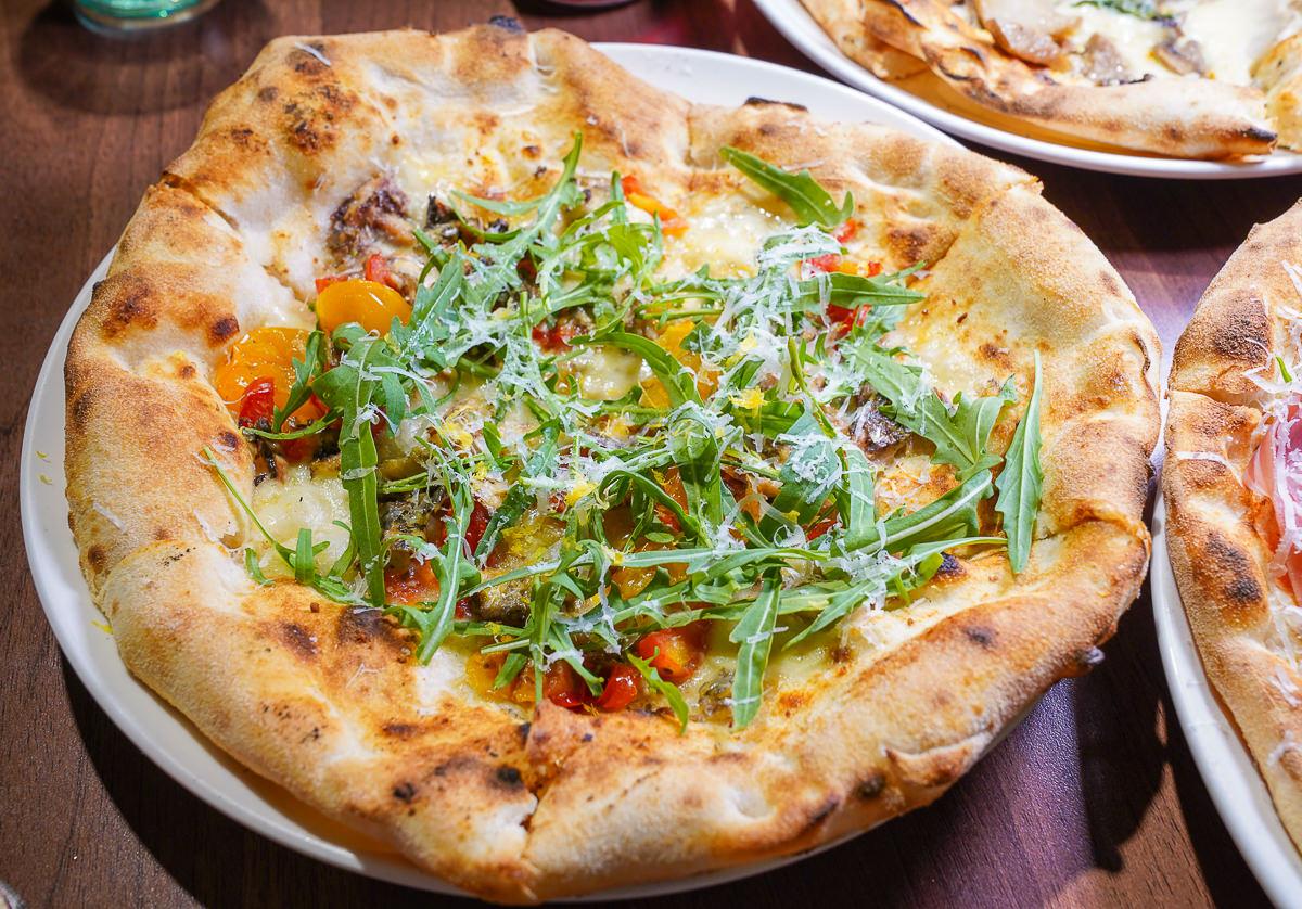 [高雄左營美食]波市多拿坡里披薩-2019世界冠軍披薩~皮超香Q好吃不貴! @美食好芃友