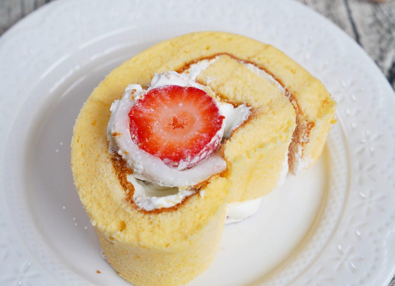 [高雄]晴晨Morning Sun Dessert-超萌蛋糕年節禮盒~QQ草莓麻糬蛋糕捲x爆漿芋頭布丁捲 @美食好芃友